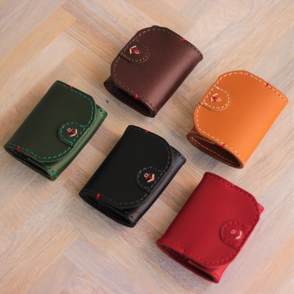 手縫いによる日本国旗カラーのイカリ刺繍が顔です