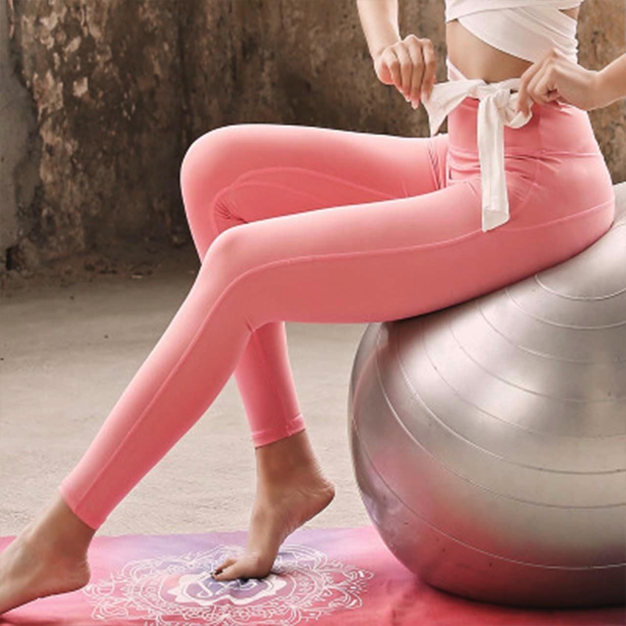 可愛いピンクのヨガパンツ